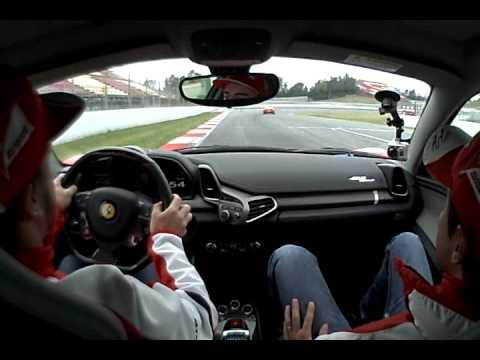 Video: Alonso a Massa řídí Ferrari 458 Italia na okruhu Catalunya